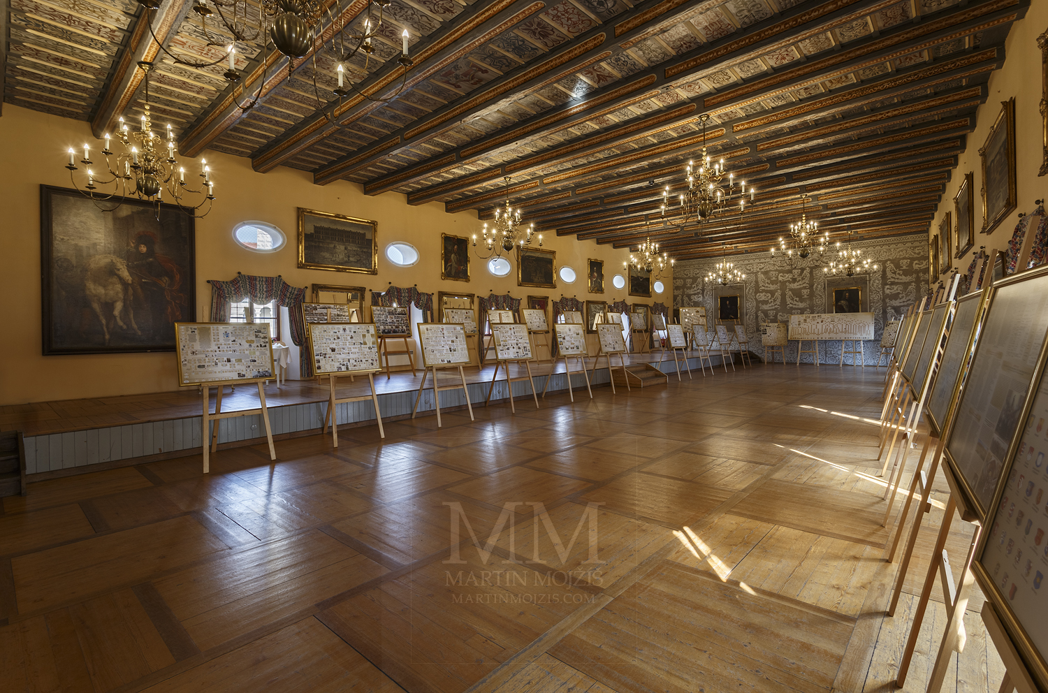 Chateau Melnik – concert hall. Professional photography of architecture - interiors.
